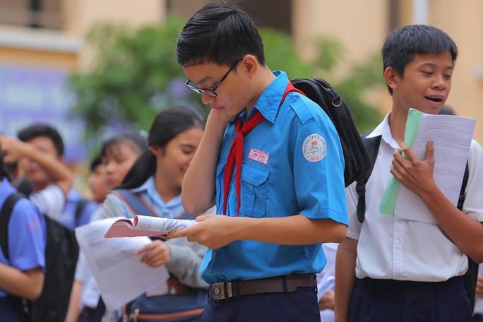 Ngày đầu thi lớp 10 tại TP HCM: Căng thẳng trước giờ thi - Ảnh 7.