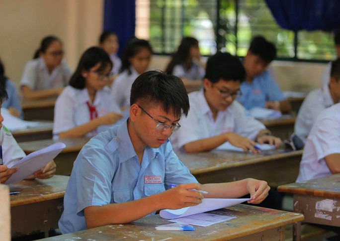 Ngày đầu thi lớp 10 tại TP HCM: Căng thẳng trước giờ thi - Ảnh 13.