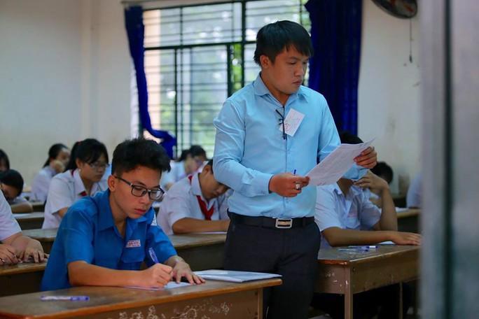 Ngày đầu thi lớp 10 tại TP HCM: Căng thẳng trước giờ thi - Ảnh 14.