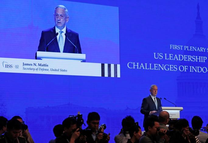Đối thoại Shangri-La 2018: Mỹ chỉ trích Trung Quốc về biển Đông - Ảnh 2.