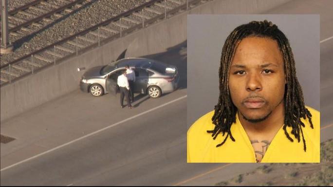 Tài xế Uber bắn chết khách trên đường cao tốc - Ảnh 1.