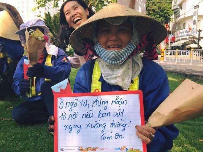 Kinh hãi những thứ được móc lên từ lòng cống ở Sài Gòn - Ảnh 13.