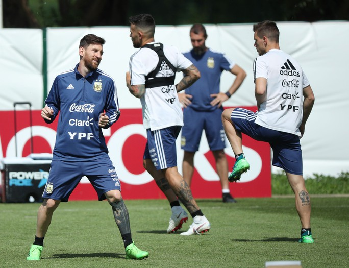 Messi hãy chơi thái cực! - Ảnh 1.