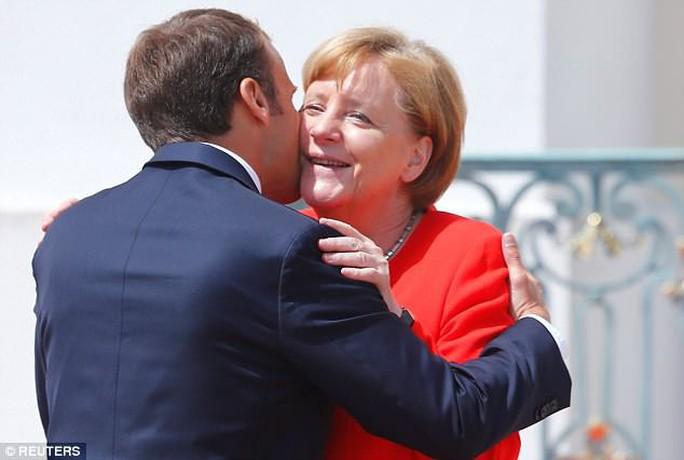 EU hy sinh Ý, Hy Lạp để cứu bà Merkel?  - Ảnh 2.