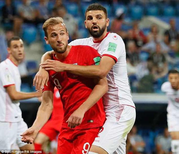 Liên tục gây bức xúc, VAR bị FIFA điều tra - Ảnh 1.