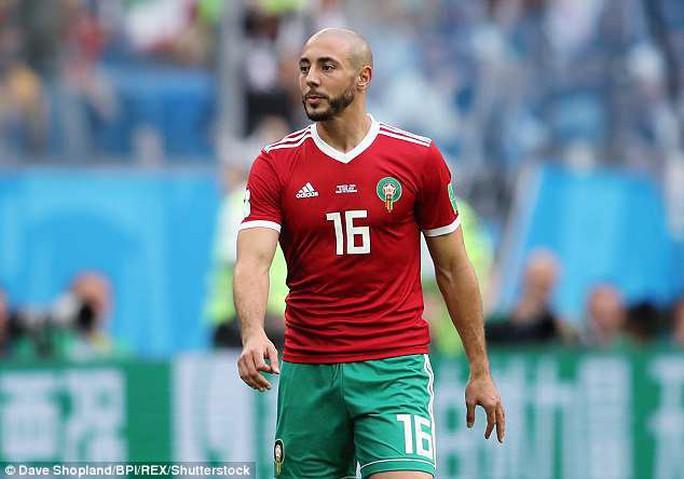 Xin áo Ronaldo, trọng tài bị cầu thủ Morocco chỉ trích - Ảnh 2.