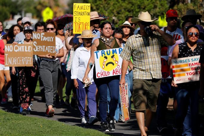 Ngừng chia cắt gia đình nhập cư, Mỹ châm ngòi khủng hoảng mới - Ảnh 2.