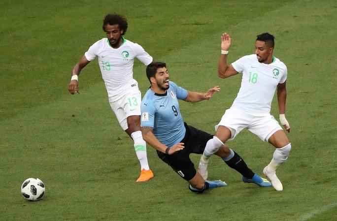 Luis Suarez tỏa sáng, Uruguay cùng Nga vào vòng 1/8 - Ảnh 3.