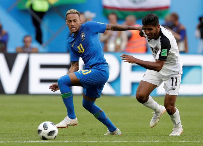 VAR tước phạt đền của Neymar, Brazil vẫn thắng kịch tính phút bù giờ - Ảnh 5.