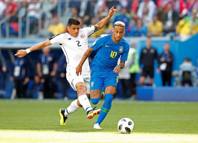 VAR tước phạt đền của Neymar, Brazil vẫn thắng kịch tính phút bù giờ - Ảnh 1.