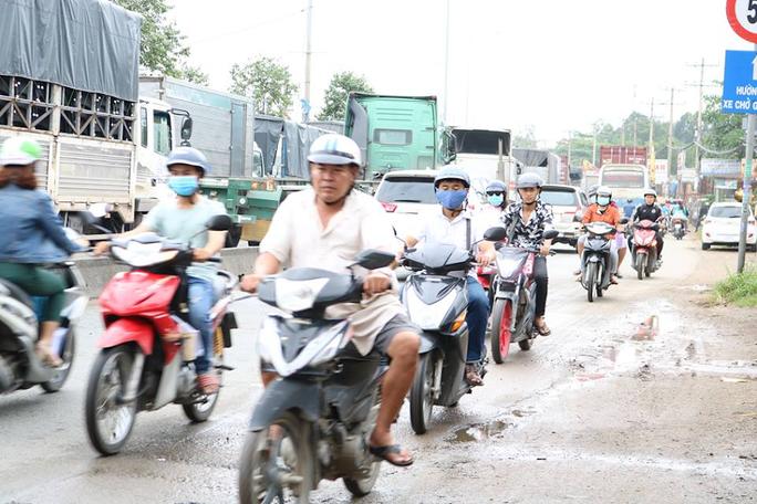 Ớn lạnh cảnh liều chết của người Sài Gòn - Ảnh 3.