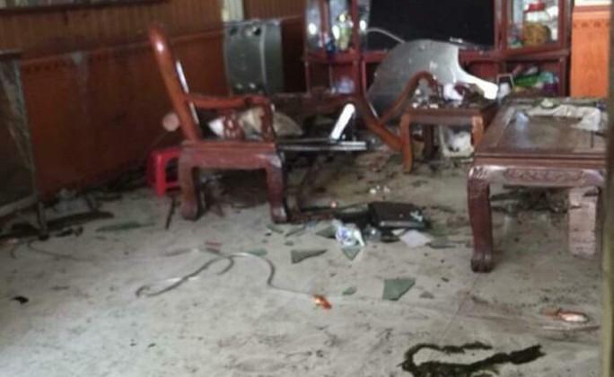 Mang thuốc nổ tới nhà bố vợ cũ kích nổ, 3 người thương vong - Ảnh 1.