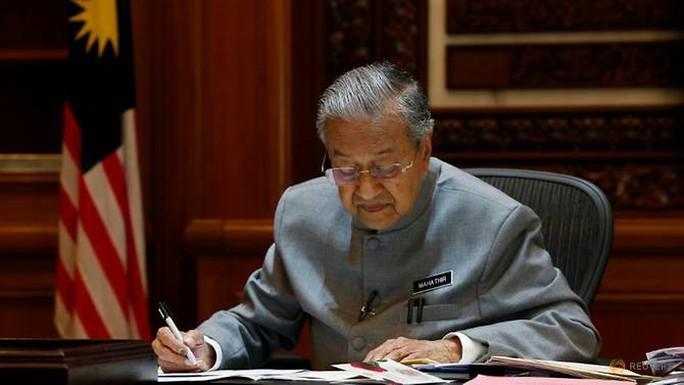 Thủ tướng Malaysia không tin lời thanh minh của vị tiền nhiệm - Ảnh 1.
