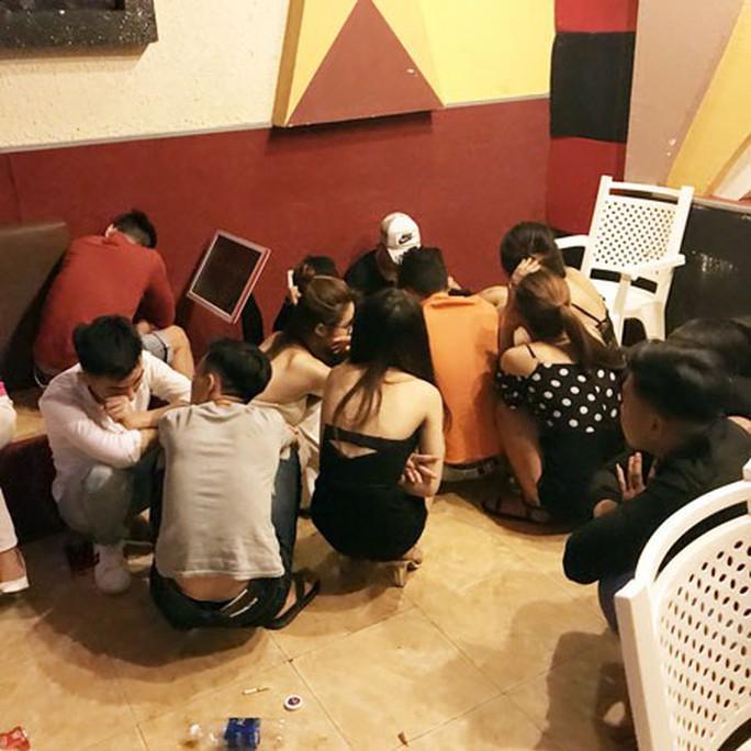 Hành trình hốt gọn ổ thác loạn trong quán karaoke ở Trảng Bom - Ảnh 1.