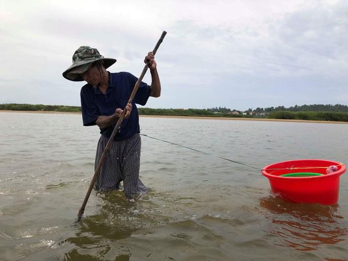Cao thủ bật mí tuyệt chiêu săn lịch trên sông Trà Khúc - Ảnh 2.
