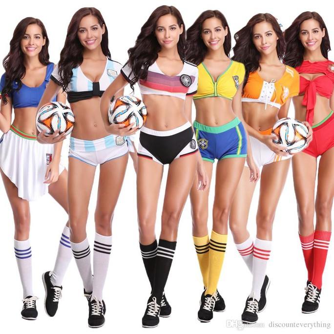 Nóng hơn khi mua trang phục sexy mùa World Cup - Ảnh 1.