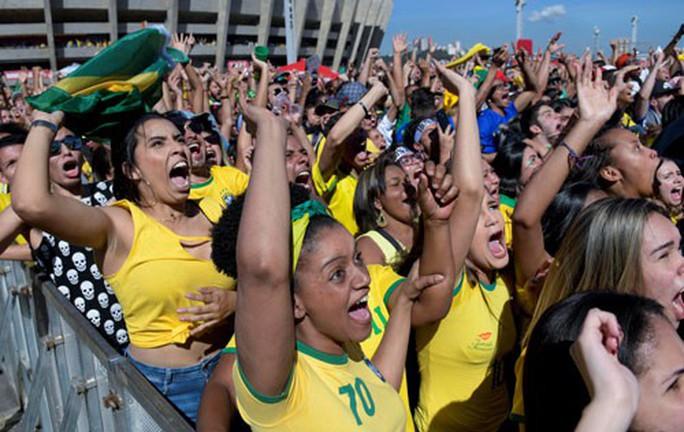 Brazil thắng nhọc: 6 phút sau, cửa mở - Ảnh 1.