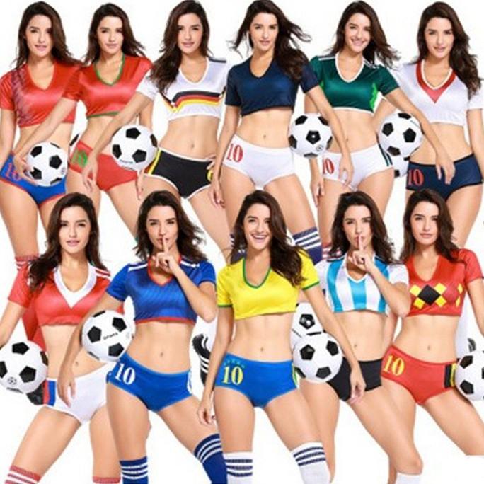 Nóng hơn khi mua trang phục sexy mùa World Cup - Ảnh 3.