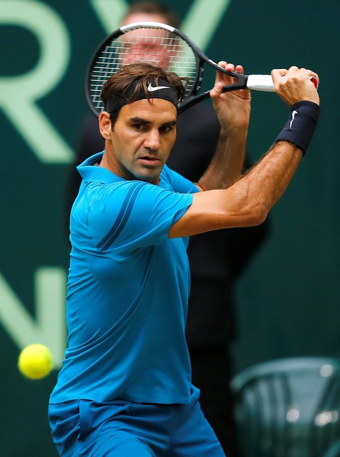 Federer bất ngờ thua đàn em ở chung kết Halle Open - Ảnh 3.