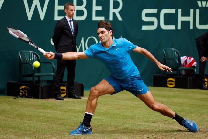 Federer bất ngờ thua đàn em ở chung kết Halle Open - Ảnh 1.