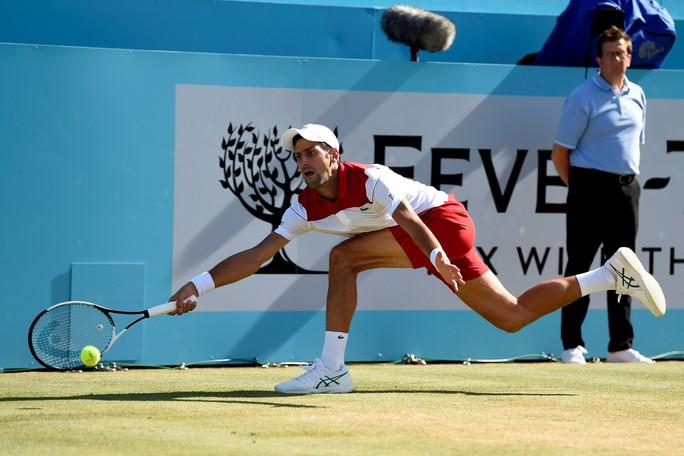 Federer bất ngờ thua đàn em ở chung kết Halle Open - Ảnh 5.