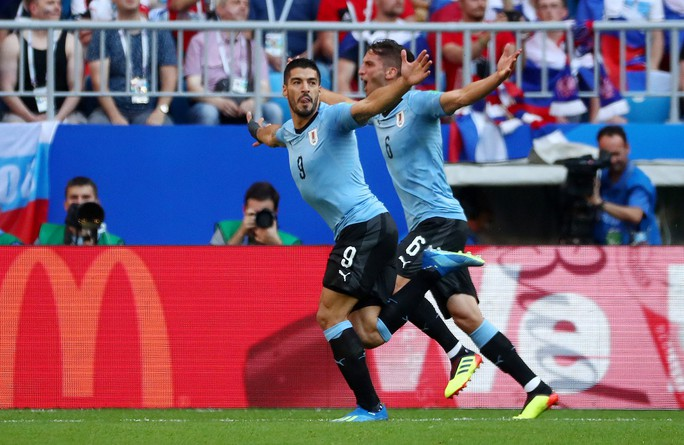 Suarez lập công, Uruguay đứng đầu bảng A - Ảnh 8.