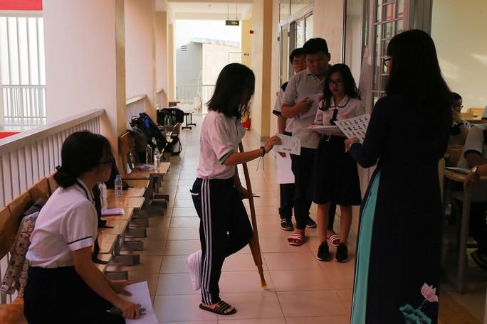 Các thí sinh đặc biệt dự thi THPT quốc gia - Ảnh 1.
