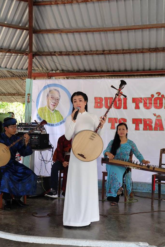 Kỳ nữ Kim Cương khóc thương GS-TS Trần Văn Khê - Ảnh 4.