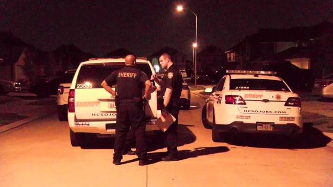 Mỹ: Táo tợn cướp có vũ trang xông vào tận nhà - Ảnh 1.