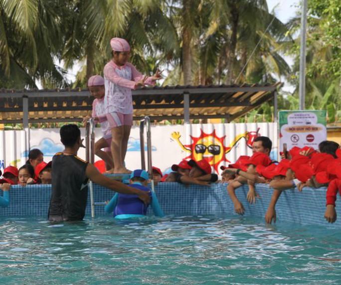 5.000 học sinh tiểu học vùng nông thôn sẽ được phổ cập bơi - Ảnh 1.