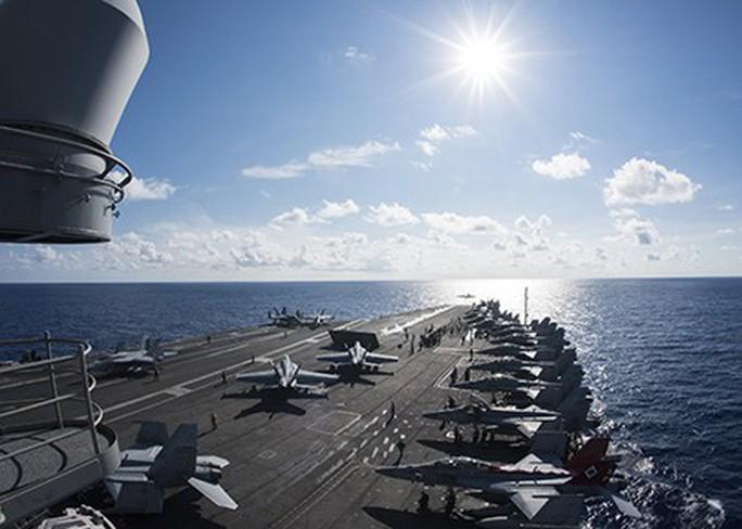 Cận cảnh siêu tàu sân bay Mỹ tuần tra biển Đông - Ảnh 15.