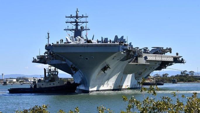 Cận cảnh siêu tàu sân bay Mỹ tuần tra biển Đông - Ảnh 6.