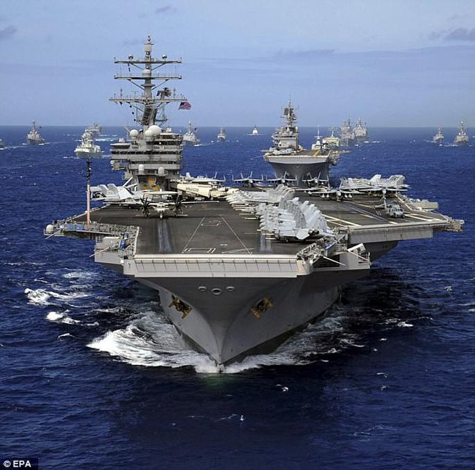 Cận cảnh siêu tàu sân bay Mỹ tuần tra biển Đông - Ảnh 7.