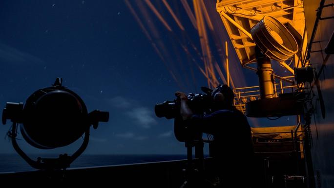 Cận cảnh siêu tàu sân bay Mỹ tuần tra biển Đông - Ảnh 10.