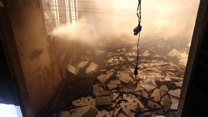 Cháy nhà lúc sáng sớm, cả khu dân cư náo loạn - Ảnh 1.