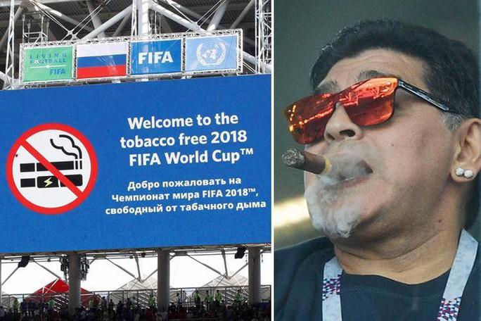 Maradona: Chửi thề, giơ ngón tay thối và… ngất xỉu trên sân - Ảnh 1.