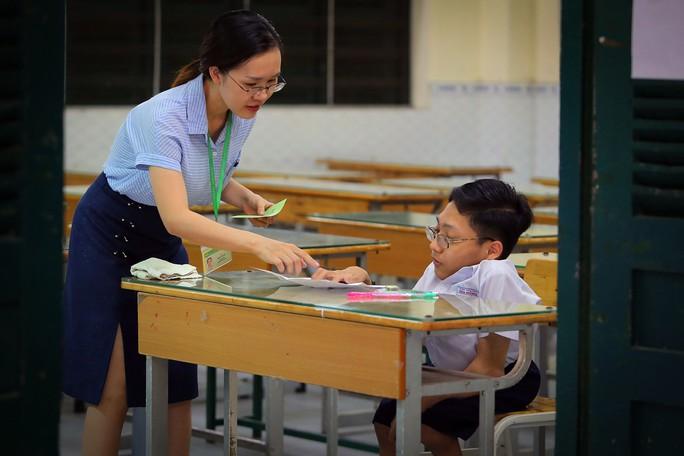 Kết thúc kỳ thi THPT, đọng lại nụ cười, nước mắt - Ảnh 6.