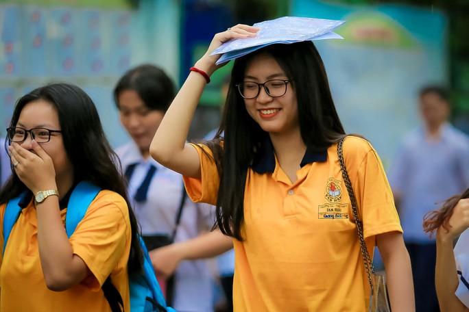 Kết thúc kỳ thi THPT, đọng lại nụ cười, nước mắt - Ảnh 3.