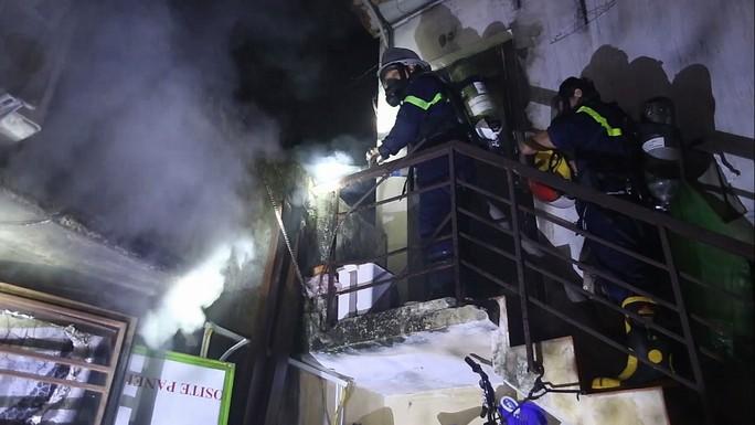 Cháy nhà lúc sáng sớm, cả khu dân cư náo loạn - Ảnh 2.