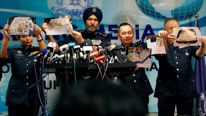 Kho báu của nhà ông Najib trị giá tới 273 triệu USD - Ảnh 2.