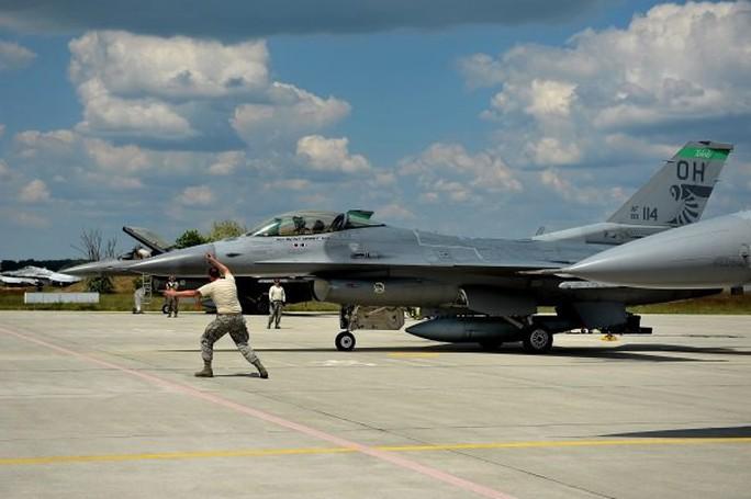 Không quân Mỹ luồn sâu vào sát sườn Nga - Ảnh 1.