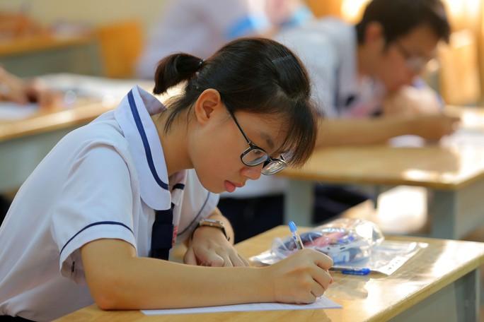 Kết thúc kỳ thi THPT, đọng lại nụ cười, nước mắt - Ảnh 4.