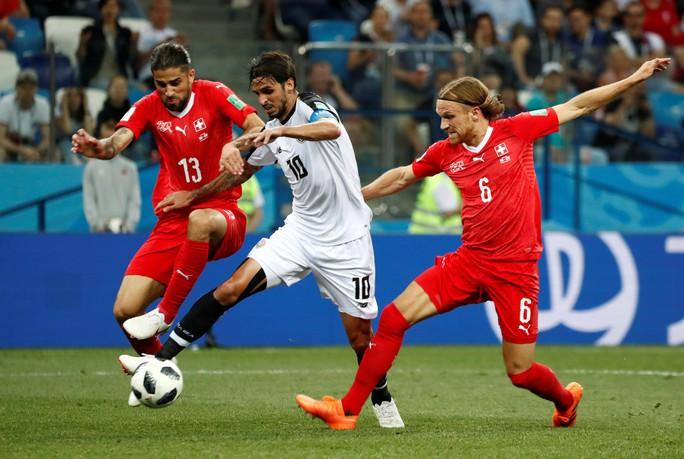 Không cho Serbia tạo sốc, Brazil cùng Thụy Sĩ vào vòng 1/8 - Ảnh 9.