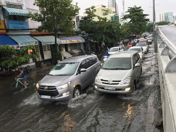 Đường Nguyễn Hữu Cảnh lại ngập mênh mông - Ảnh 5.