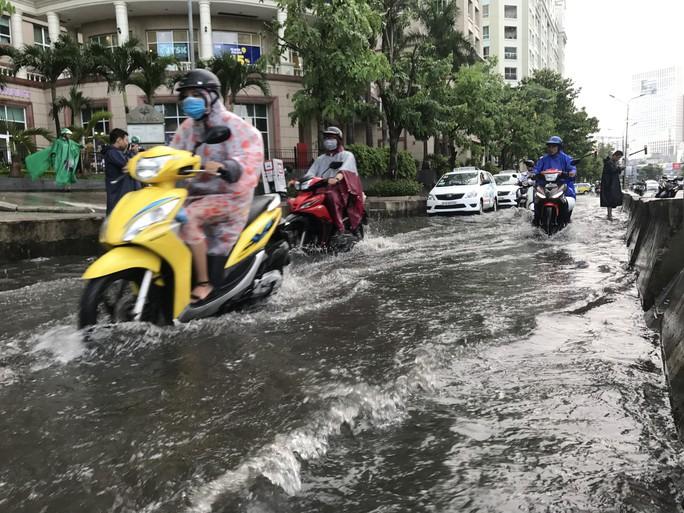 Đường Nguyễn Hữu Cảnh lại ngập mênh mông - Ảnh 8.