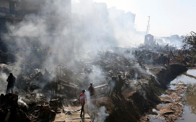 Máy bay lao thẳng vào công trình xây dựng, 5 người chết - Ảnh 6.