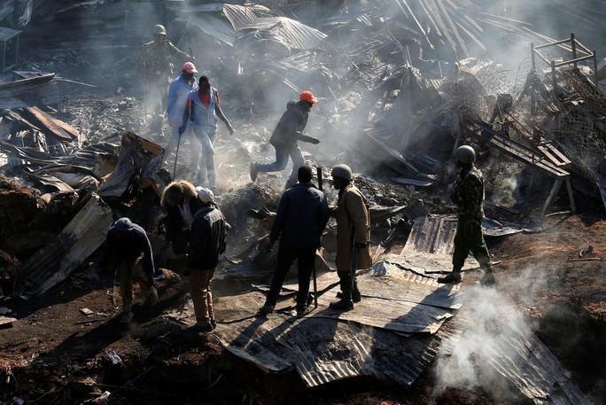 Máy bay lao thẳng vào công trình xây dựng, 5 người chết - Ảnh 5.