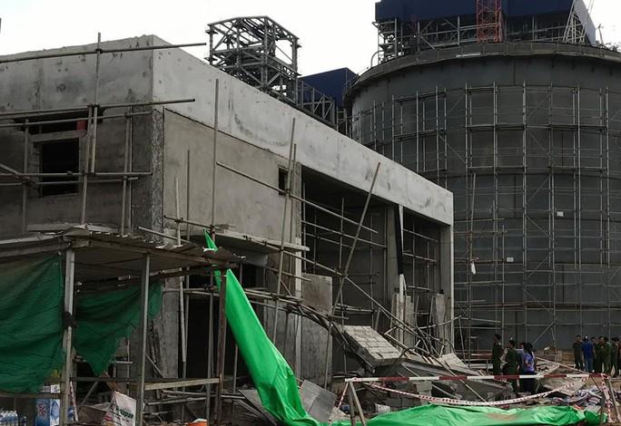 Sập giàn giáo tại nhà máy nhiệt điện, 5 người thương vong - Ảnh 2.