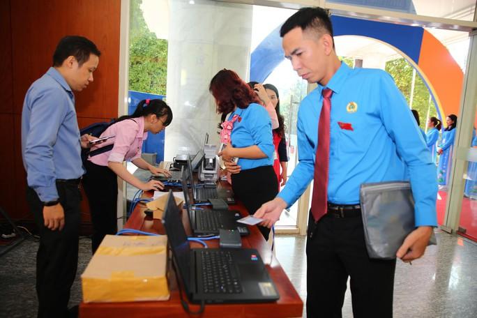 Khai mạc Đại hội XI Công đoàn TP HCM: Bám sát thực tiễn, sâu sát với đời sống CNVC-LĐ - Ảnh 2.