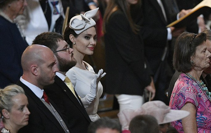 Angelina Jolie đẹp cuốn hút trong sự kiện hoàng gia - Ảnh 10.